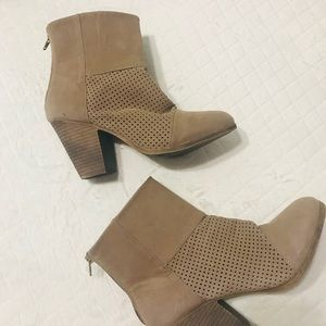 SO Ankle Boot Sz 9 1/2  color Tan